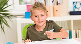 Ak sa dieťa naučí správne držať pero, v dospelosti zvládne aj skalpel