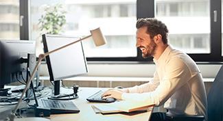 Posvieťte si na svoju prácu: Ako si vybrať vhodné osvetlenie do kancelárie?